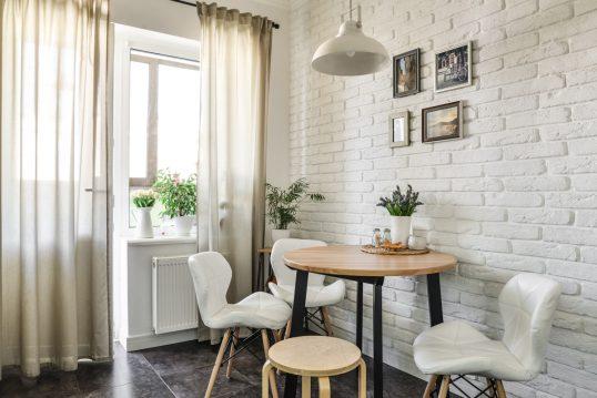 Gemütliche Kücheneinrichtung als Inspiration – Gestaltungsbeispiel mit dekori...