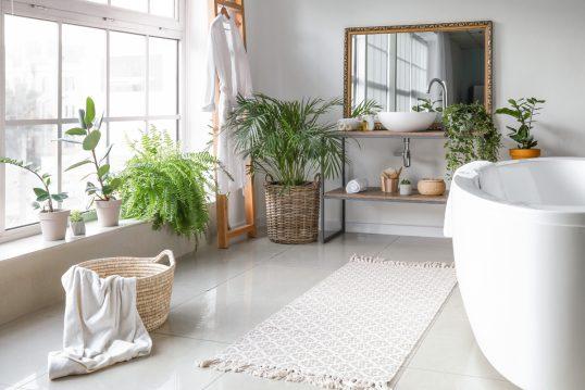 Skandinavisch gestaltetes Badezimmer als Einrichtungsidee – Beispiel mit Indu...