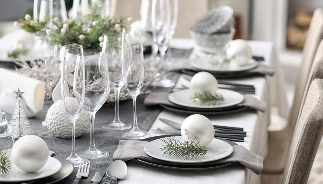 Tischdeko Idee Moderne Weihnachtliche Tischdeko In Grau