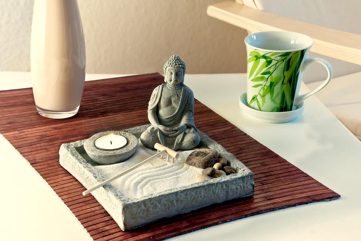 Buddha und Dekoration im Feng Shui-Stil