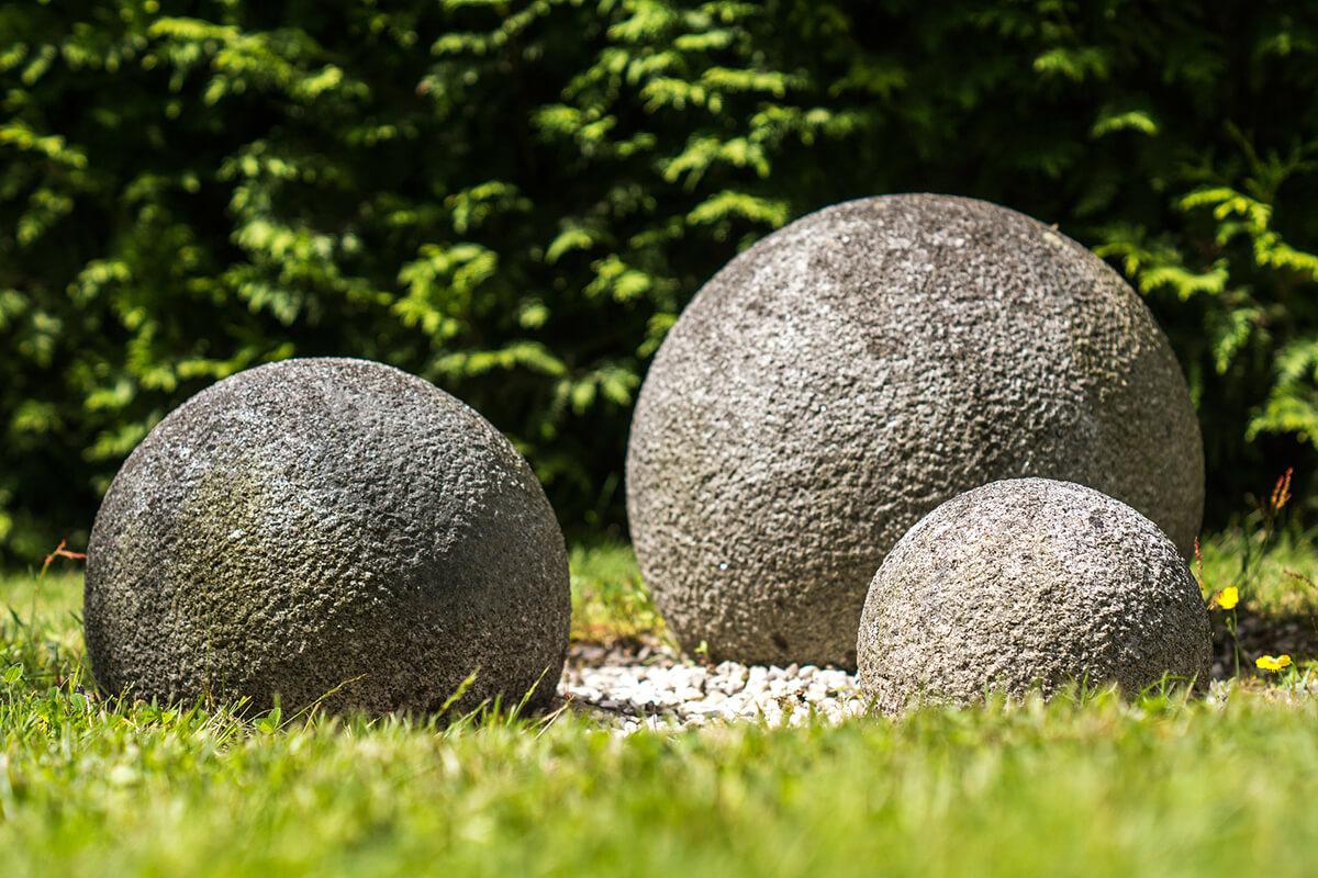 Gartendekoration Kugeln aus Stein im Feng Shui-Stil