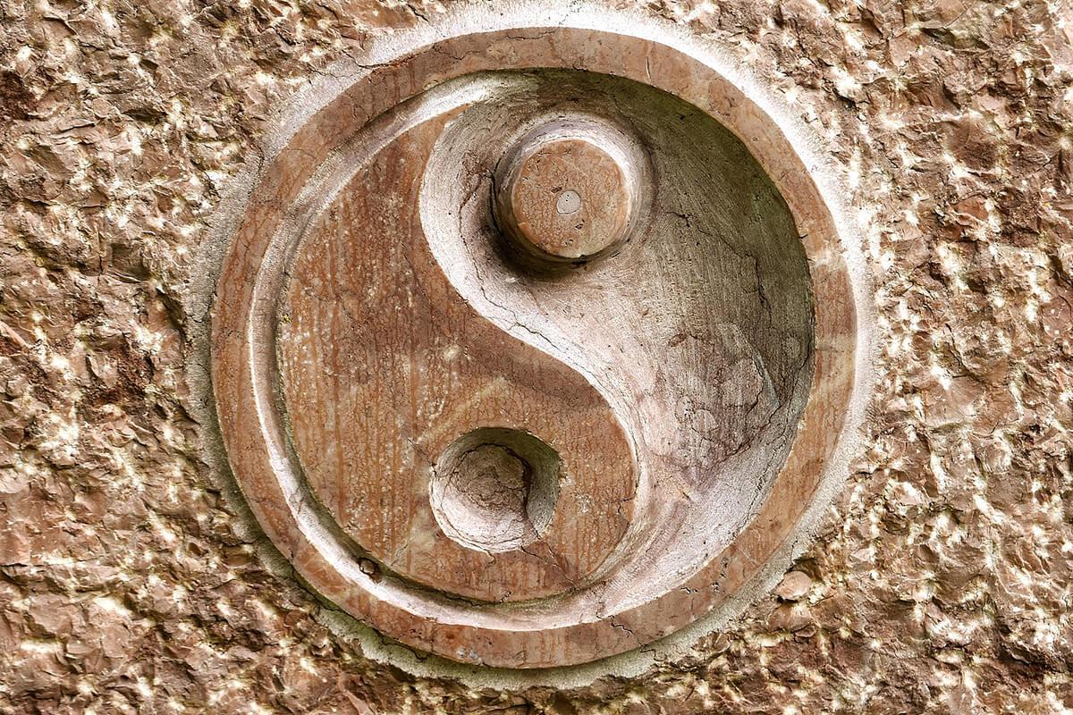 Yin & Yang als Feng Shui-Deko aus Holz