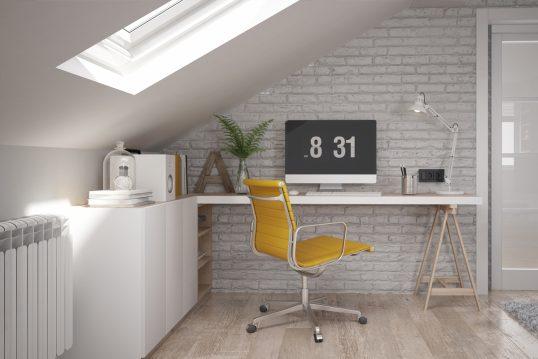 Idee für ein Home Office im Dachgeschoss – Beispiel mit Schreibtisch unter de...