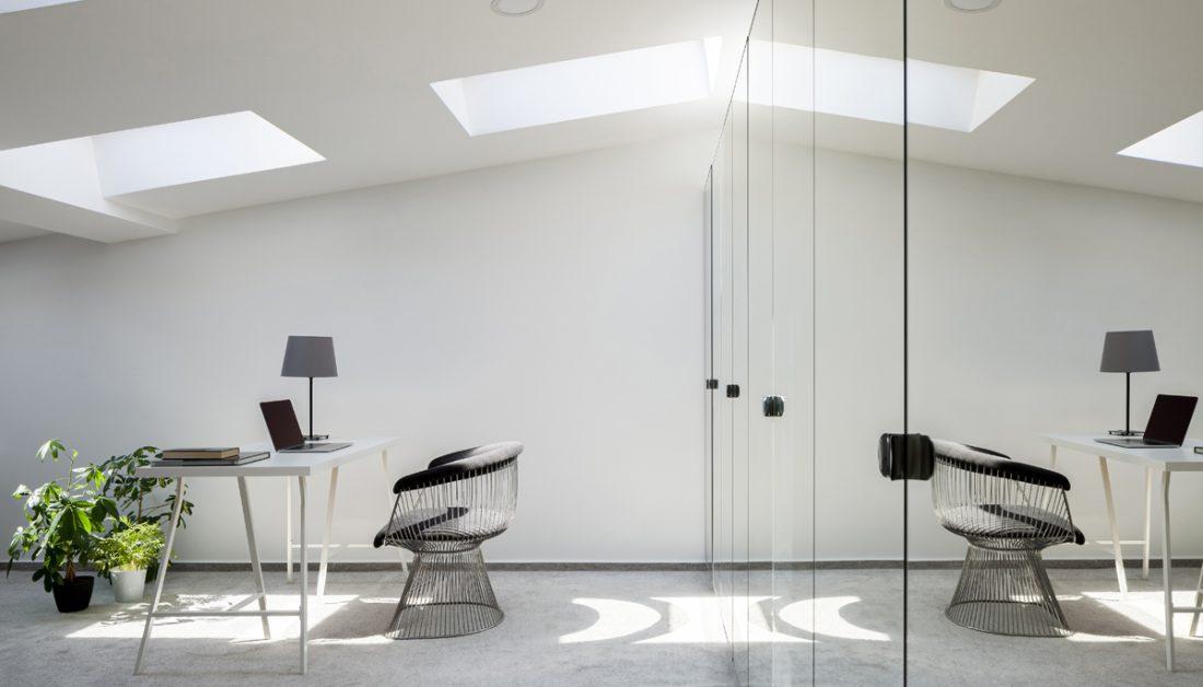 Arbeitszimmer Idee Modernes Buro Im Dachzimmer