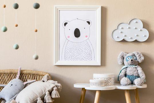 Beispiel für Kinderzimmer Wanddeko – Idee mit Bilderrahmen & Kinderlampe...