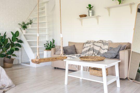 Wohnidee – Wohnzimmer Einrichtung im skandinavischen Landhausstil – Bei...