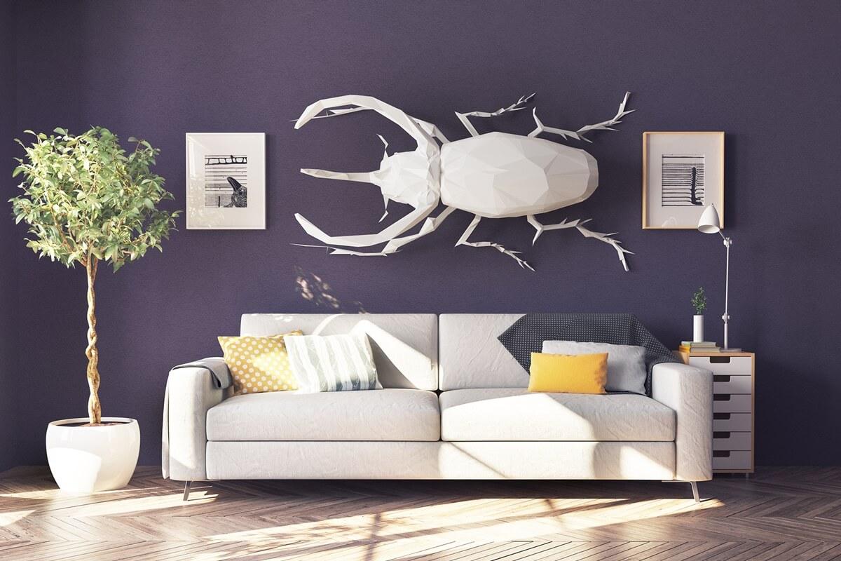 Lila Wandgestaltung im Wohnzimmer