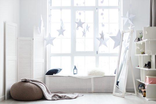 Fensternische mit Winterdeko & Weihnachtsdeko – Beispiel mit Decke  Kiss...