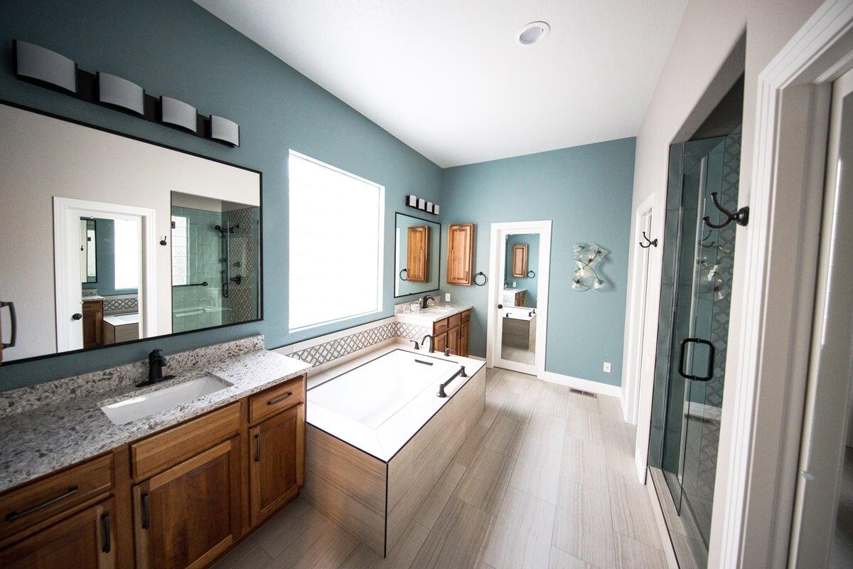 Blau gehört zu den Lieblings-Wandfarben im Badezimmer