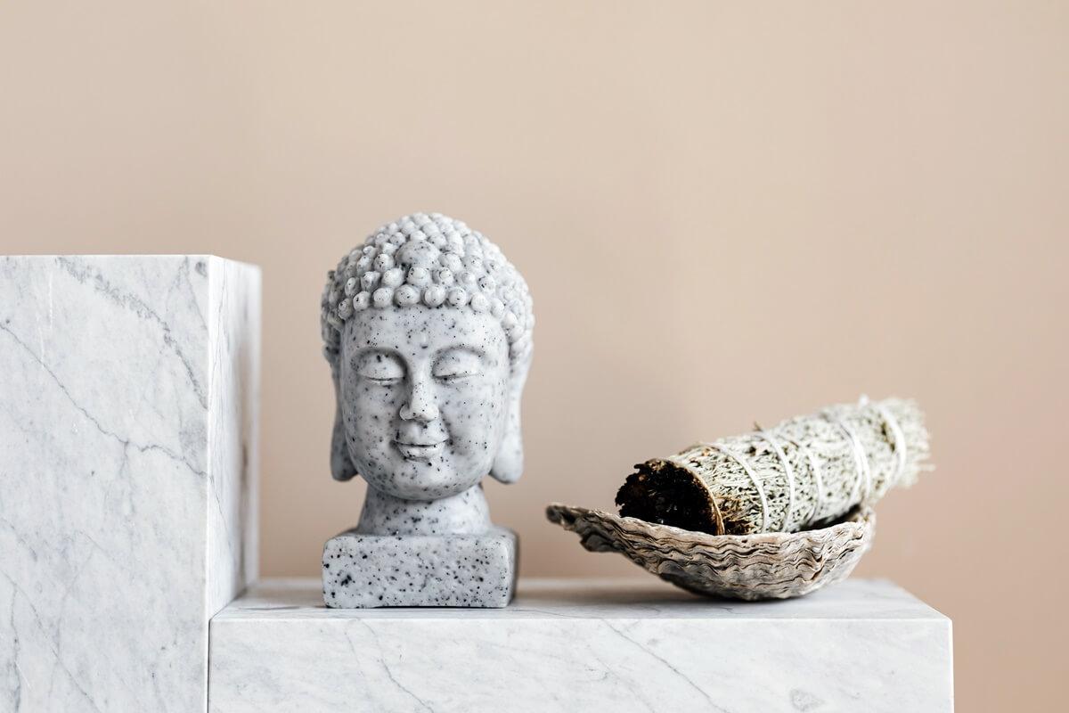 Beige Wand mit dekorativem Marmor