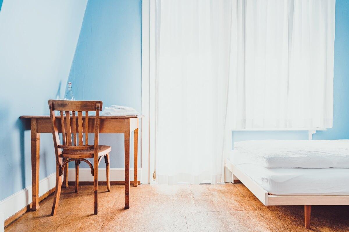 Zimmer in angenehmem Hellblau