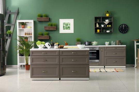 Küchen Idee – Moderne Küche mit grüner ...